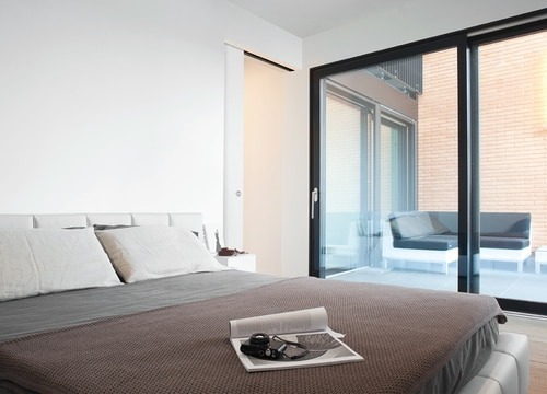 Eclisse Syntesis flush pocket door system in bedroom